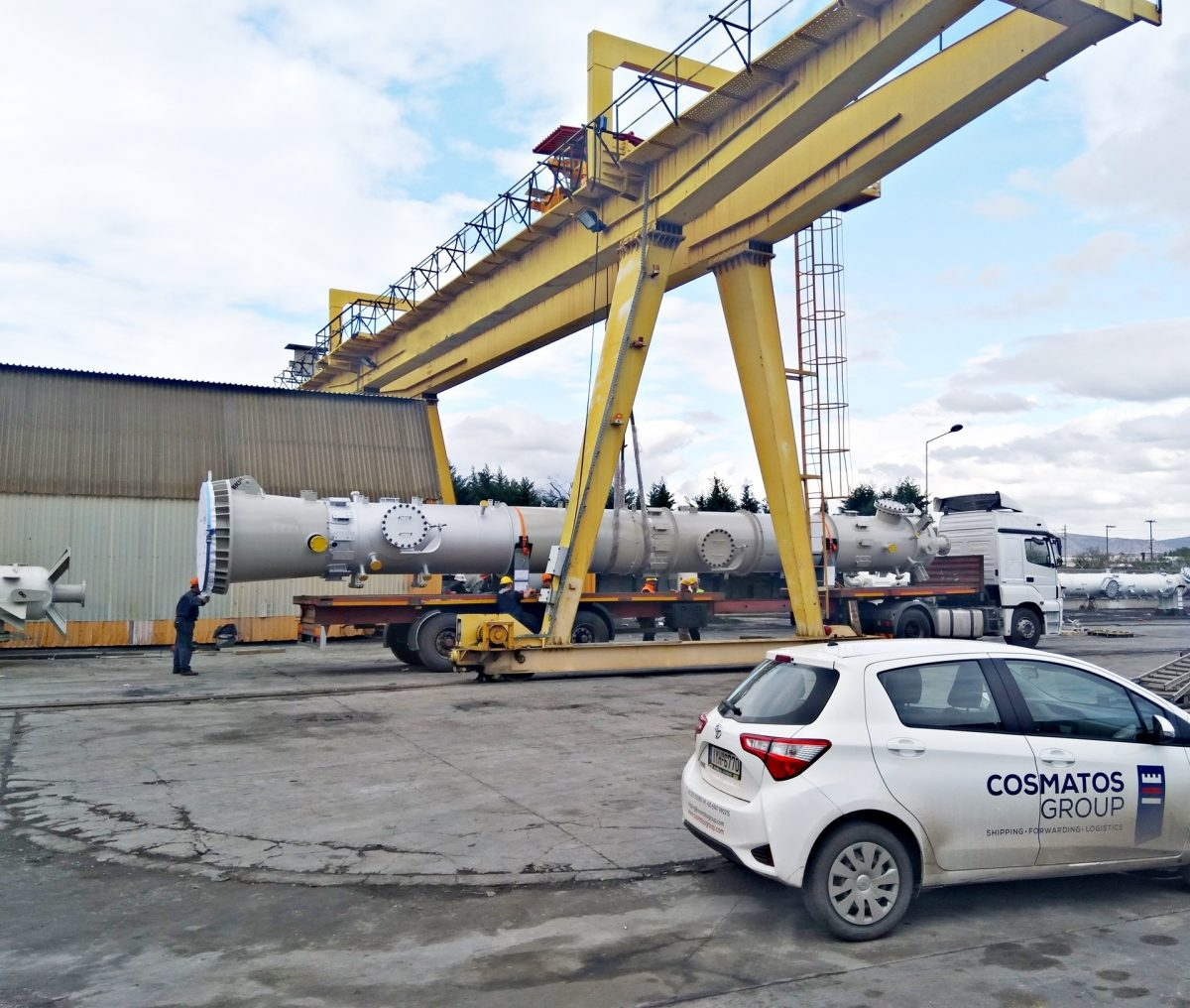 Road transport of refinery columns to Azerbaijan